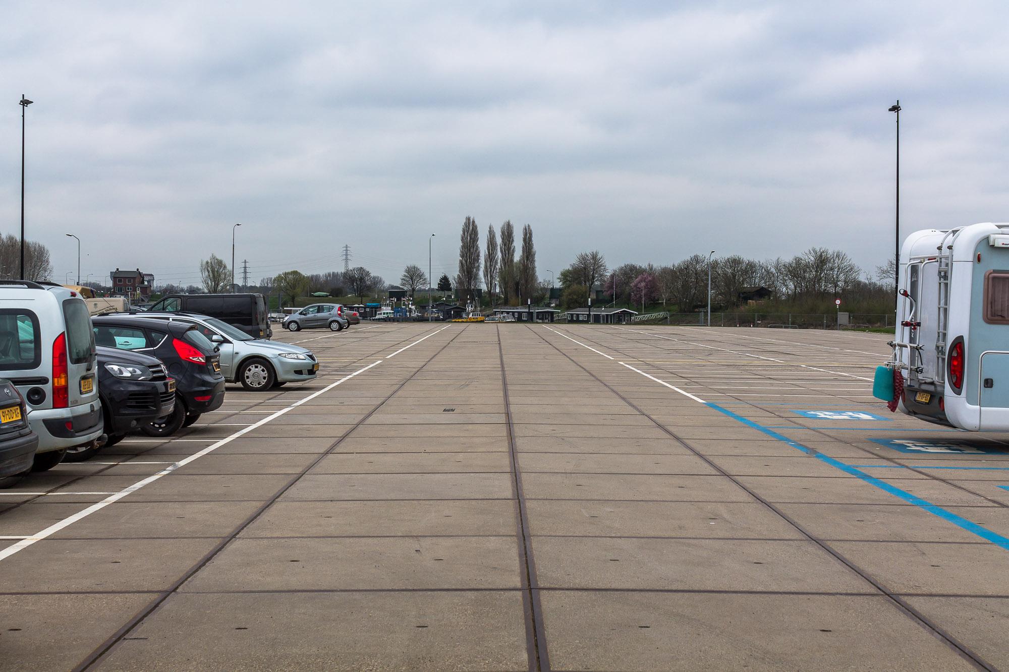 Leeg parkeerterrein