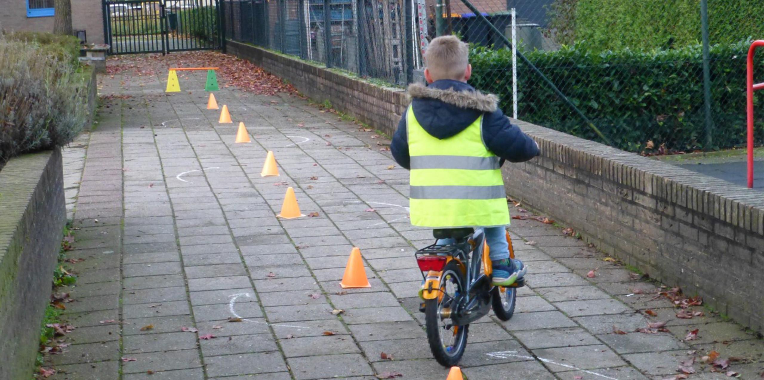 Jongleren in het verkeer fietsen